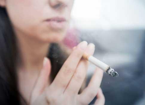 Acide hyaluronique et tabac préservez votre peau Dr Leduc Paris